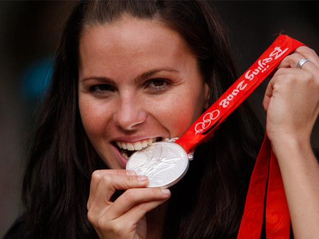 Paola Tirados con la medalla de plata